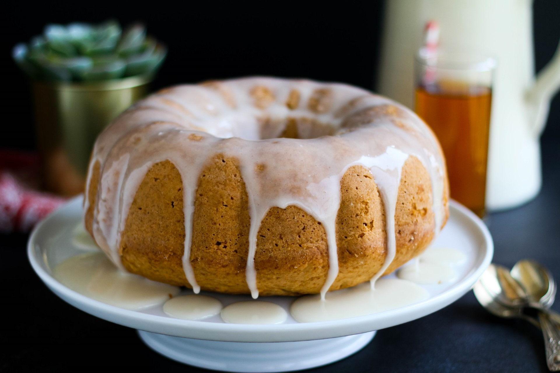 עוגת מיץ תפוחים בחושה עם גלייז מתוק
