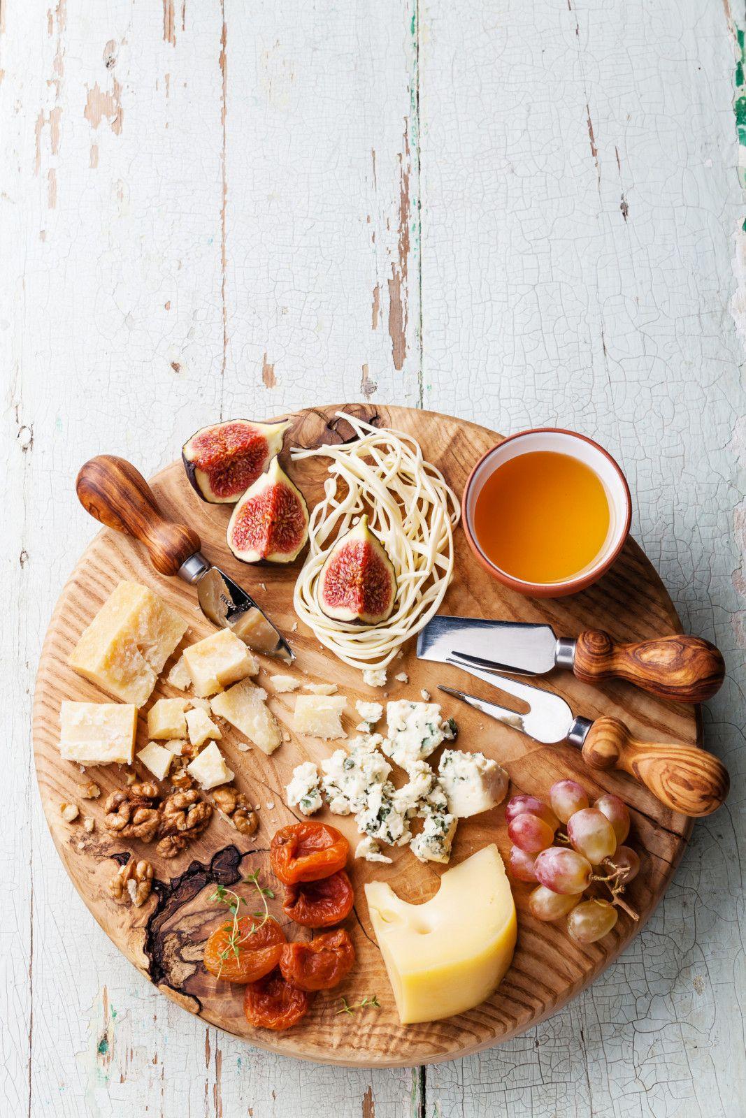 פלטת גבינות ופירות